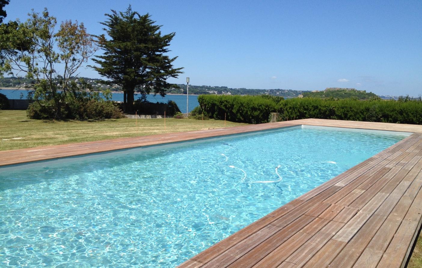 Piscine extérieure couloir de nage Finistère